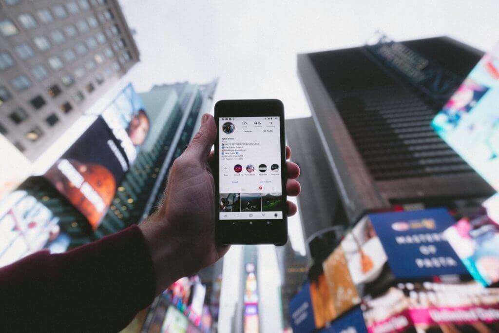 smartphone et compte instagram